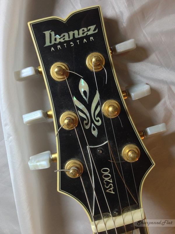Ibanez AS-200 Ibanez-AS-200-headstock_front